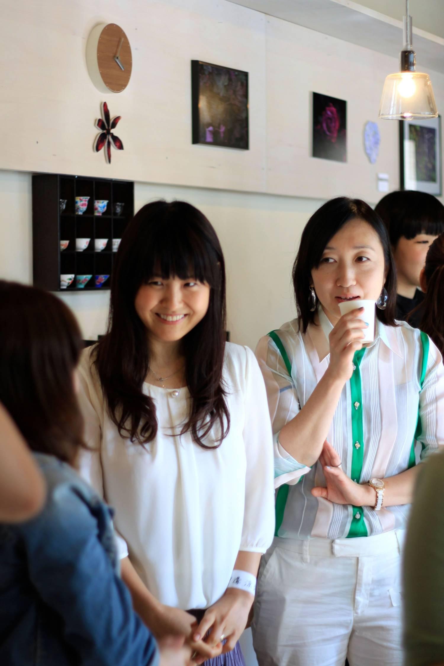 中溝涼子さんと高明里江さん。