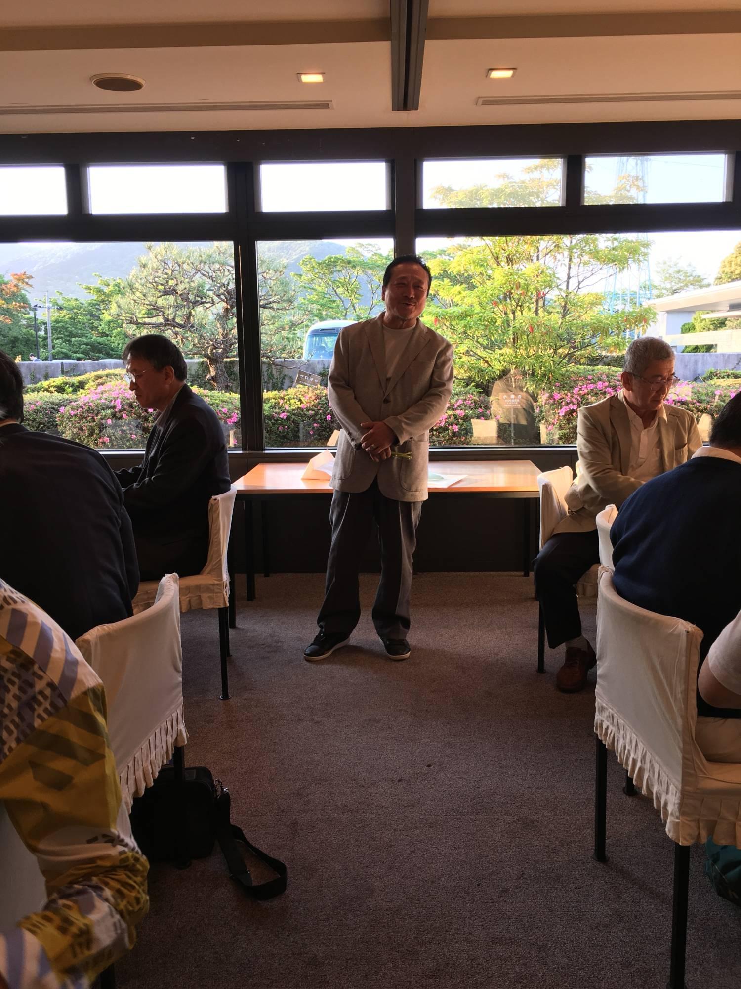 優勝者、矢崎さんのご挨拶と次回幹事の抱負談