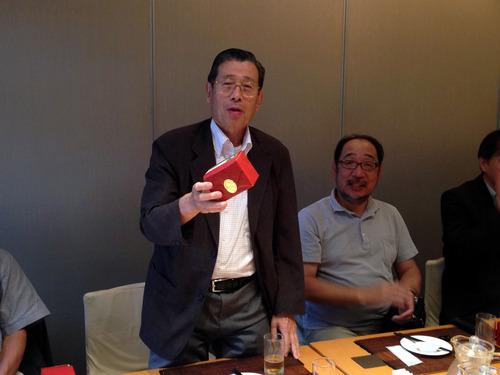 田中先生と賞品。